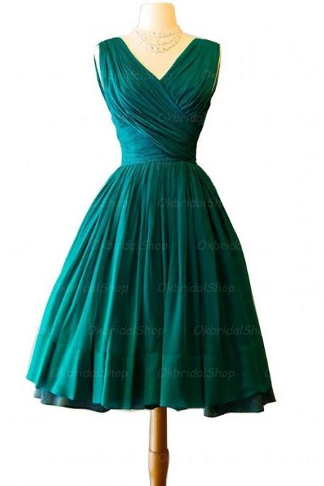 Ball Gowns Green Homecoming Dresses Hollow Sleeveless Hem V Neck Above-Knee Homecoming Dress