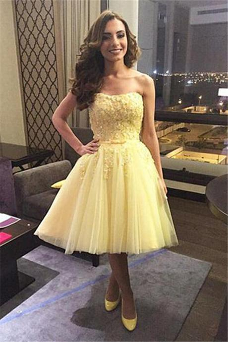 A Line Yellow Homecoming Dresses Zipper-Up Sleeveless Appliqued Strapless Knee-length Homecoming Dress