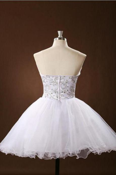 A Line White Homecoming Dresses Open Back Sleeveless Beadings Sweetheart Neckline Above-Knee Homecoming Dress