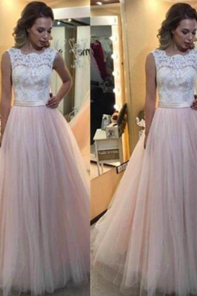 Lace Spliced Scalloped Neck Ball Gown Tulle Prom Dresses 2017