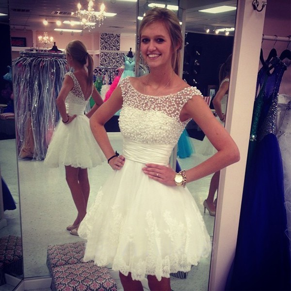 A-Line/Column White Homecoming Dresses Hollow Capped Sleeves Beadings O-neck Above-Knee Homecoming Dress