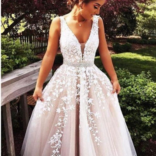 White Pretty A-Line V-Neck Floor-Length Tulle with Appliques Prom Dresses 2017